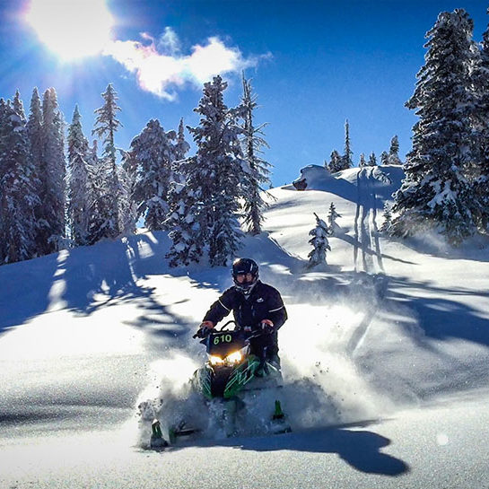 Adventure-Snowmobile